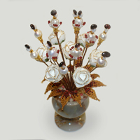 Цветы из жемчуга и граната «Белая любовь»