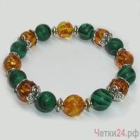 Детский браслет из янтаря и малахита «Мелодия бисера» купить в интернет-магазине Четки24!