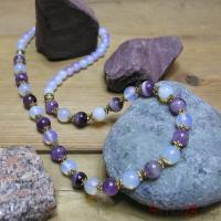 Купить бусы из лунного камня и аметиста «Старт успеха»